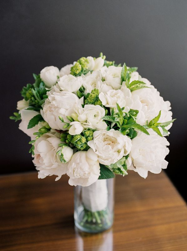 3422a1bf1682e80d99de351b18e7a8b8-peonies-wedding-bouquets-bridesmaid-flowers